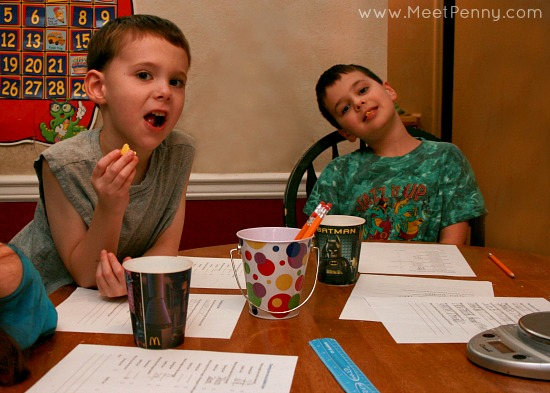 Great ideas for science using chewing and bubble gum. Includes a free printable. #JuicyFruitFunSide @Walmart #shop