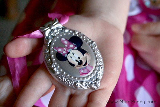 How to celebrate your child's creativity and imagination with Disney Junior and a Minnie Mouse costume - Cute ideas for a Minnie's Bowtique party!
