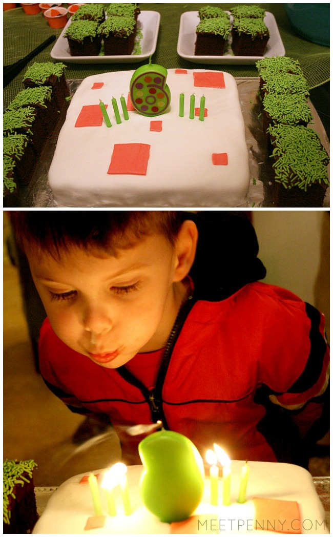 Simple Minecraft cake! This is the best Minecraft birthday party I have seen and all of the Minecraft party ideas are completely doable without spending a small fortune. She includes Minecraft party printables and has great ideas for Minecraft party decorations, games, and more!