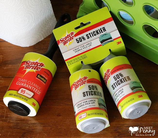 """When the in-laws call and give you ten minutes warning that they are coming by for a visit, you need quick cleaning tips. That is why we have a 10-Minute """"Company's Coming"""" Kit including the Scotch-Brite™ Lint Roller ... to hide the fact that cleaning the house is NOT my number one priority. #ad #StickItToLint"""
